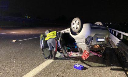 25enne si ribalta in autostrada con la Smart