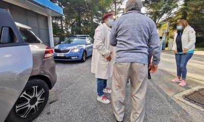 """""""A spasso"""" a piedi in autostrada: anziano salvato da un automobilista"""