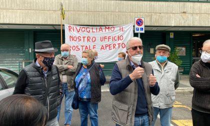 Cittadini in sciopero contro la mancata riapertura delle Poste