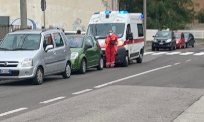 Anziano cade andando a votare, arriva l'ambulanza