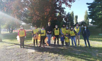Rho: I volontari di Legambiente puliscono il parco di Mazzo