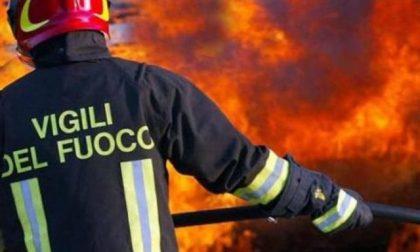 Due auto avvolte dalle fiamme a Robecco sul Naviglio