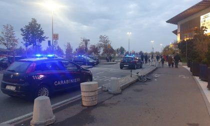Rissa a Il Centro di Arese: ragazzi aggrediscono i carabinieri VIDEO