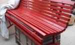Cittadino dona una panchina rossa al Comune