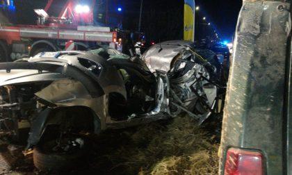 Incidente tra due auto, uomo rimane incastrato FOTO