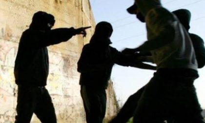 Baby gang finisce in comunità dopo calci, pugni e rapine a coetanei