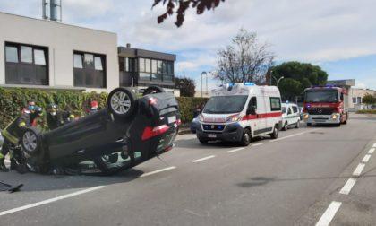 Colpita da malore alla guida di un'auto urta un'altra macchina e si ribalta
