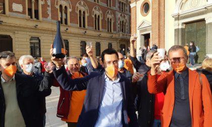 Il nuovo sindaco Radice entra in comune: festa in piazza – FOTO E VIDEO