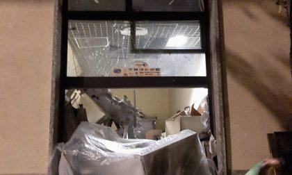 Nella notte hanno fatto esplodere un bancomat a Vanzaghello, ladri beccati in un box di Cernusco FOTO