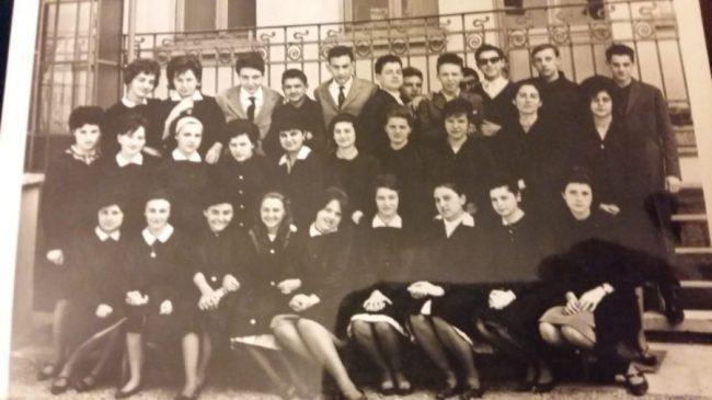 Liceo Galilei di Legnano, la professoressa Negri torna in cattedra per i suoi 90 anni