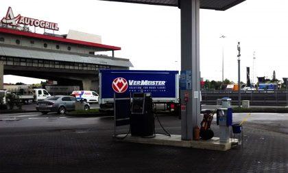 Ladri al distributore di benzina rubano i soldi dalla colonnina