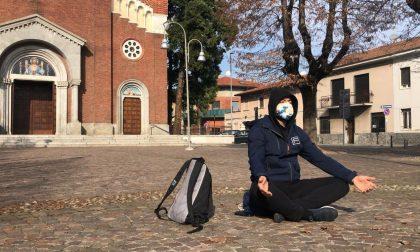 Seduto in piazza, ecco il progetto sociale di Raffaele Pascarella