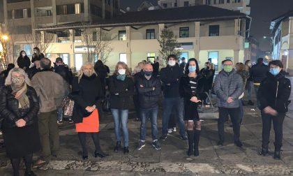 """Commercianti e ristoratori scendono in piazza: """"Lasciateci lavorare"""""""