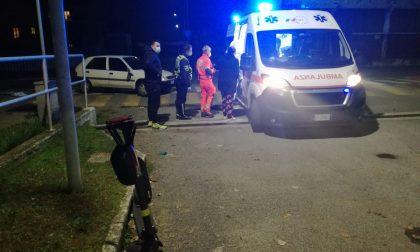 Monopattino contro auto: arrivano ambulanza e automedica