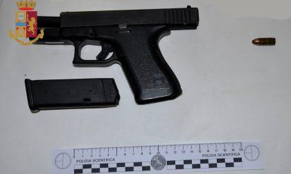 Rubarono la pistola a una guardia giurata: arrestati