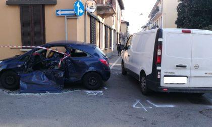 """Grave incidente a Corbetta: furgoncino """"entra"""" nell'auto FOTO"""