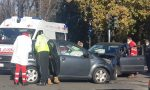 Schianto all'incrocio: una donna soccorsa dall'ambulanza