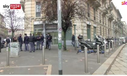 Rapina in banca da film a Milano: entrano e se ne vanno da un buco nella fogna