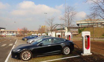 Tesla Supercharger V3: in Italia apre la terza stazione di ricarica. Dove? Ad Arese!