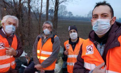 Gruppo strade pulite Altomilanese in azione: rinvenuto molto materiale di scarto edile FOTO