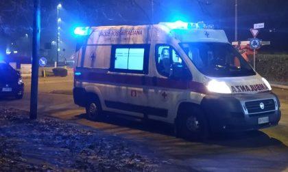 Due ragazzi feriti con cocci di bottiglia e derubati, paura in pieno centro