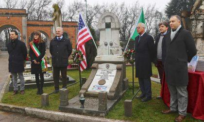 La Gold star posta sulla tomba della famiglia Rolla