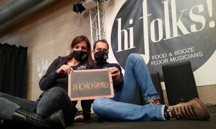 """C'è chi sceglie lo slogan #iononapro: """"Prima la legalità"""""""