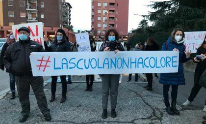 """""""Liberare la scuola dalla logica dei colori"""": protesta a Settimo"""