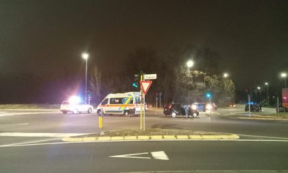 Scontro auto-moto sulla Varesina: centauro finisce in ospedale