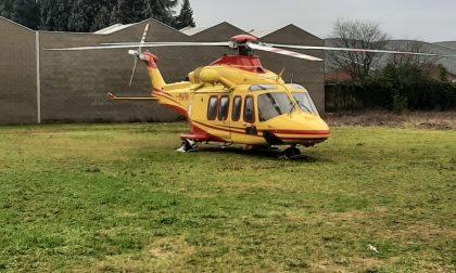 46enne si ustiona gravemente in casa: soccorso da elicottero e ambulanza FOTO