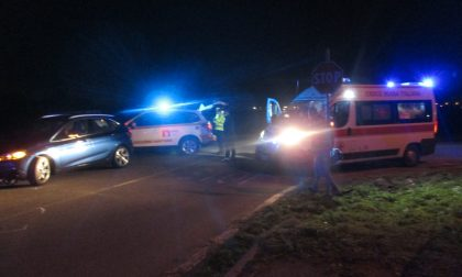 Terribile scontro tra un'auto e uno scooter: 21enne in gravi condizioni