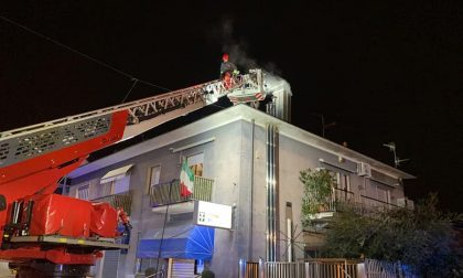 Canna fumaria in fiamme, arrivano i pompieri