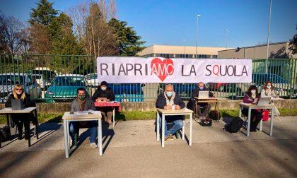 """""""Riapriamo la scuola"""": la protesta degli insegnanti"""