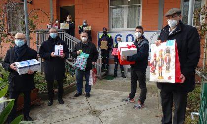 Le foto della consegna alla Caritàs cittadina e a #oltreiperimetri delle ultime scatole della Befana