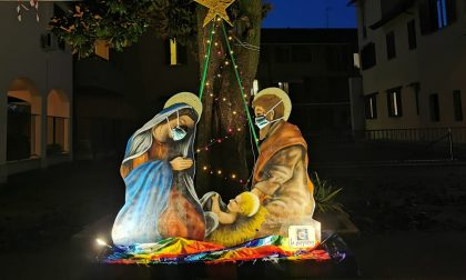 Anche Maria e Giuseppe indossano la mascherina
