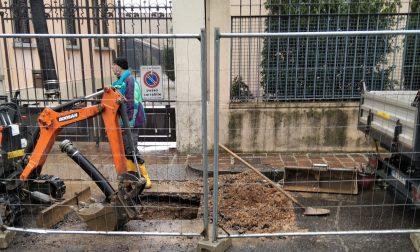 Rete fognaria, nuovo cedimento dell'asfalto in centro ad Abbiategrasso