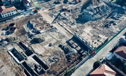 Le foto dell'abbattimento del silos nell'area ex Belloli