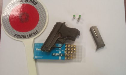 Spara in aria dei colpi d'arma da fuoco in pieno giorno