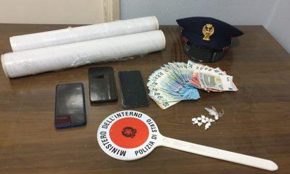 """Telefonini come """"pegno"""" per pagare la droga: arrestati due giovani con cocaina"""