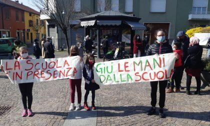 """Protesta in piazza per """"salvare"""" la scuola"""
