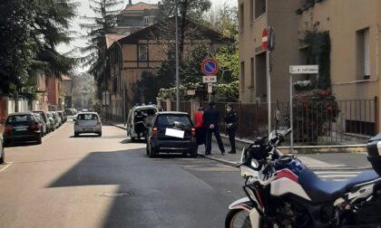 Incidente tra un'auto e una moto: 55enne in ospedale