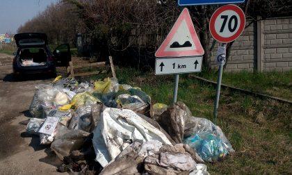 Strade pulite, raccolti più di cento sacchi di rifiuti in meno di un chilometro