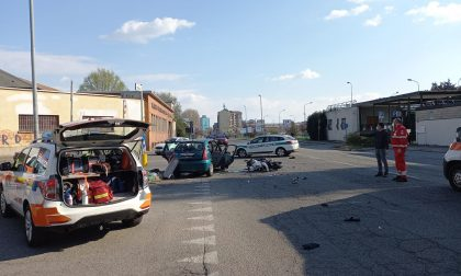 Gravissimo incidente fra auto e moto, coinvolti bambini