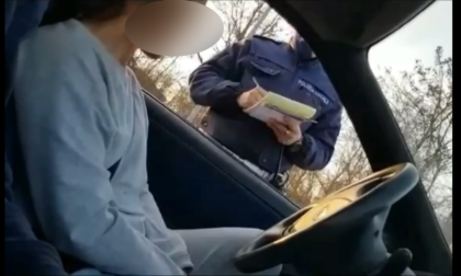 Prende una multa e insulta il sindaco:  «Handicappato di m…»: sarà denunciata