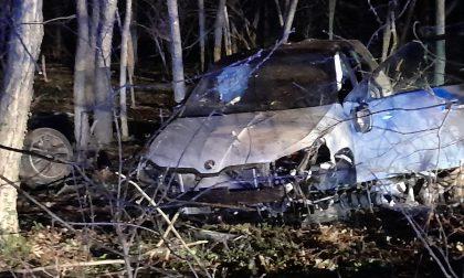 Esce di strada con la sua auto, 27enne grave in ospedale SIRENE DI NOTTE