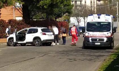 Incidente tra auto e moto, ferito un ragazzo di 17 anni