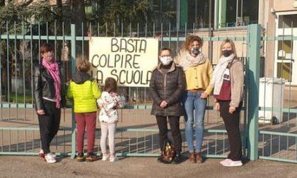 """""""Basta colpire le scuole"""", scoppia la protesta dei genitori"""