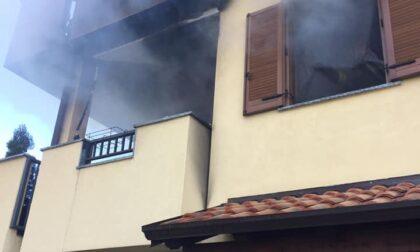 Le foto dell'appartamento in fiamme a Castano