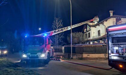 Canna fumaria in fiamme: arrivano i pompieri