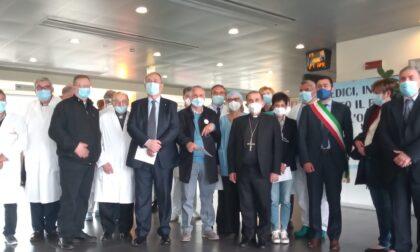 L'arcivescovo Mario Delpini all'ospedale di Legnano